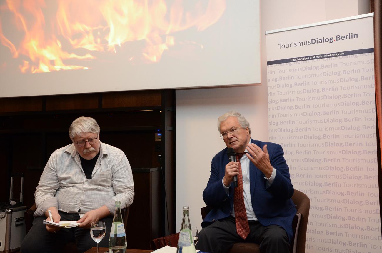 Prof. Dr. Hubert Weiger, Vorsitzender BUND für Umwelt und Naturschutz Deutschland, im Gespräch mit dem Journalisten Manfred Ronzheimer (l./Foto: Gero Schreier)